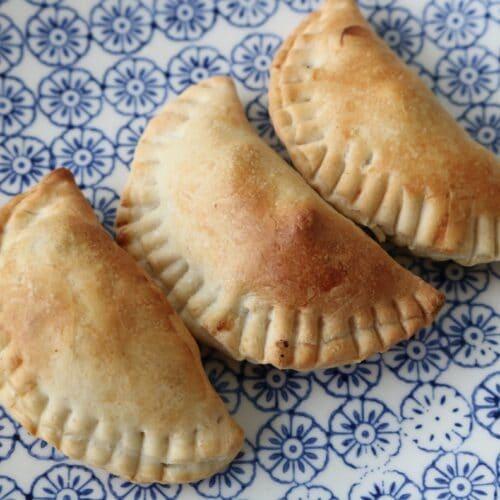 Sambousek Lahme (Lebanese meat pies)